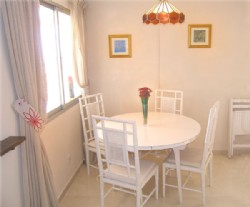 PP4_Light_and_airy_dining_area_seats_4.jpg.png