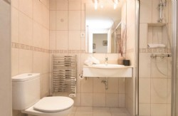 PE02_Family_bathroom_with_walk_in_shower,_hand_basin_and_lavatory.jpg