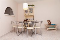 PP8_Dining_area_next_to_the_kitchen.jpg