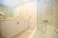 BC1_Ensuite_bathroom_of_master_bedroom.JPG