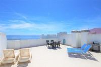 PE3__Huge_roof_terrace_with_extra_dining_area,_sunloungers_and_gas_barbecue.jpg